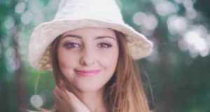Dziewczyna Ze Zdjęcia