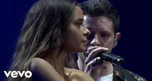 Un Millón Como Tú (Live)